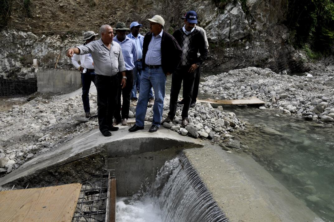 Construcción sistema de riego en El Carrizal avanza en un 80%, afirma director Indrhi