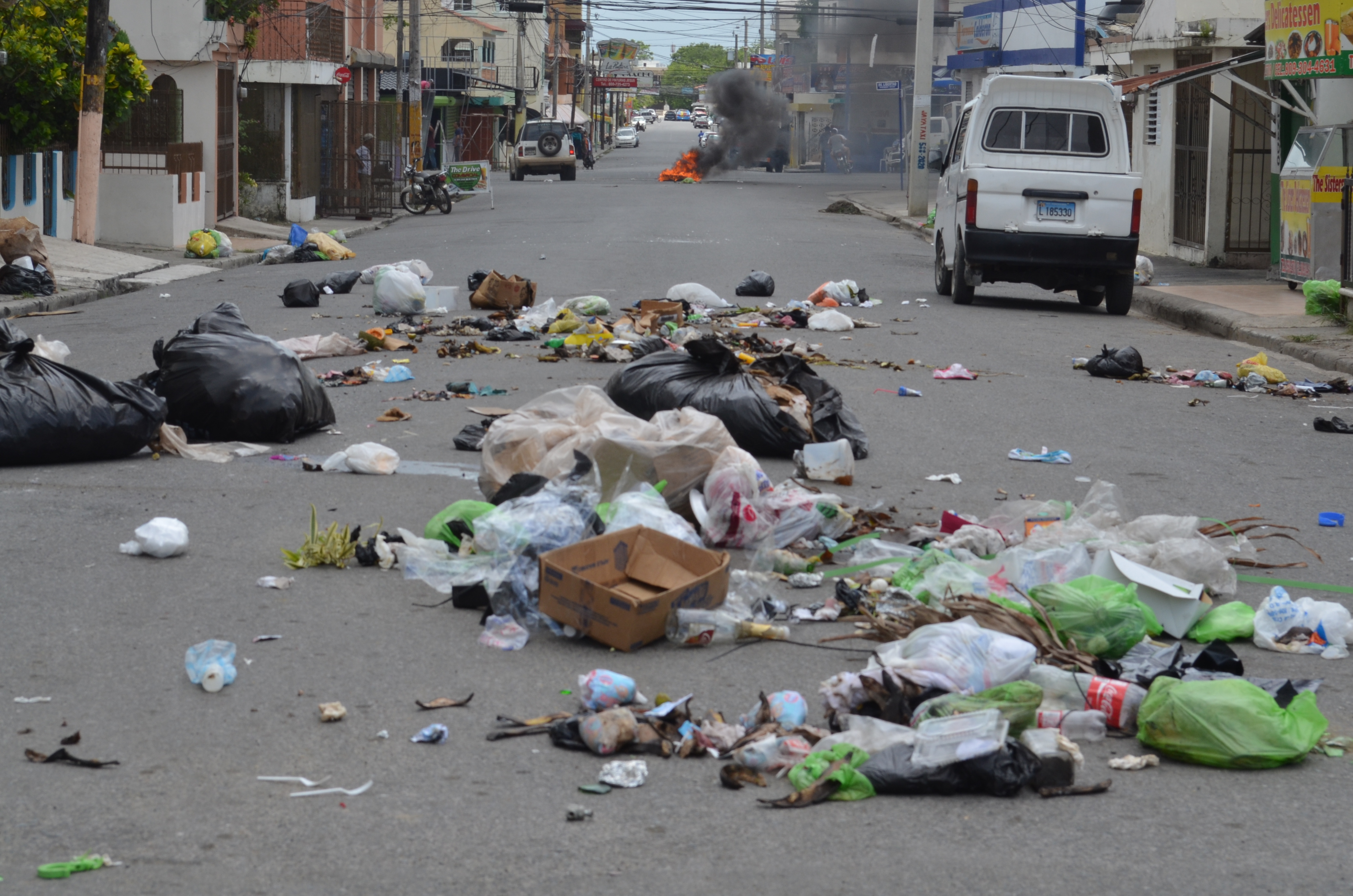 Protestan ante falta de recogida de basura en SFM