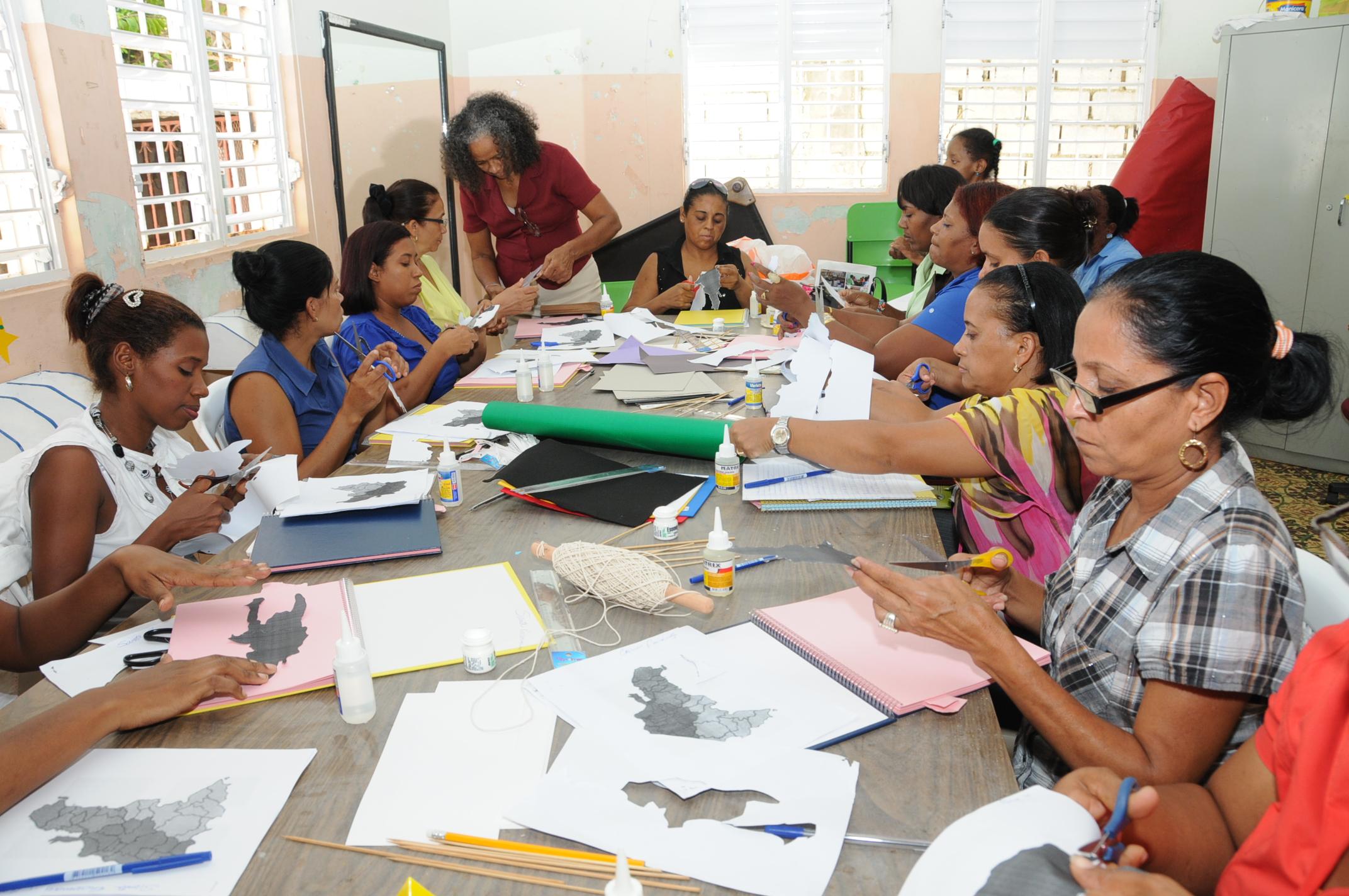 Capacitan docentes en la enseñanza de alumnos no videntes