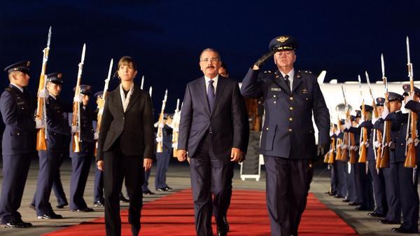 Danilo Medina ya está en Colombia para toma de posesión de Juan Manuel Santos