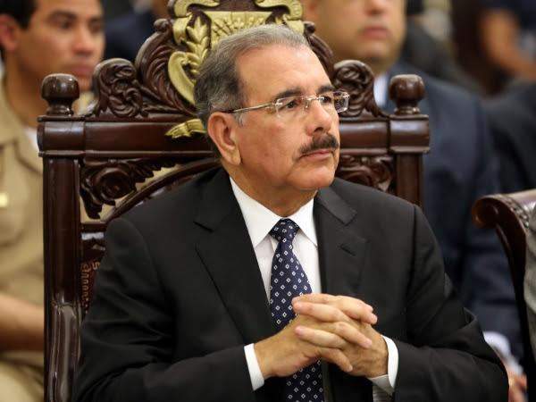 Medina dice que su Gobierno busca liberar a la gente pobre de los usureros