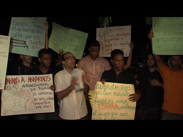 Protestan contra impuestos a compras por internet, pero no desnudos