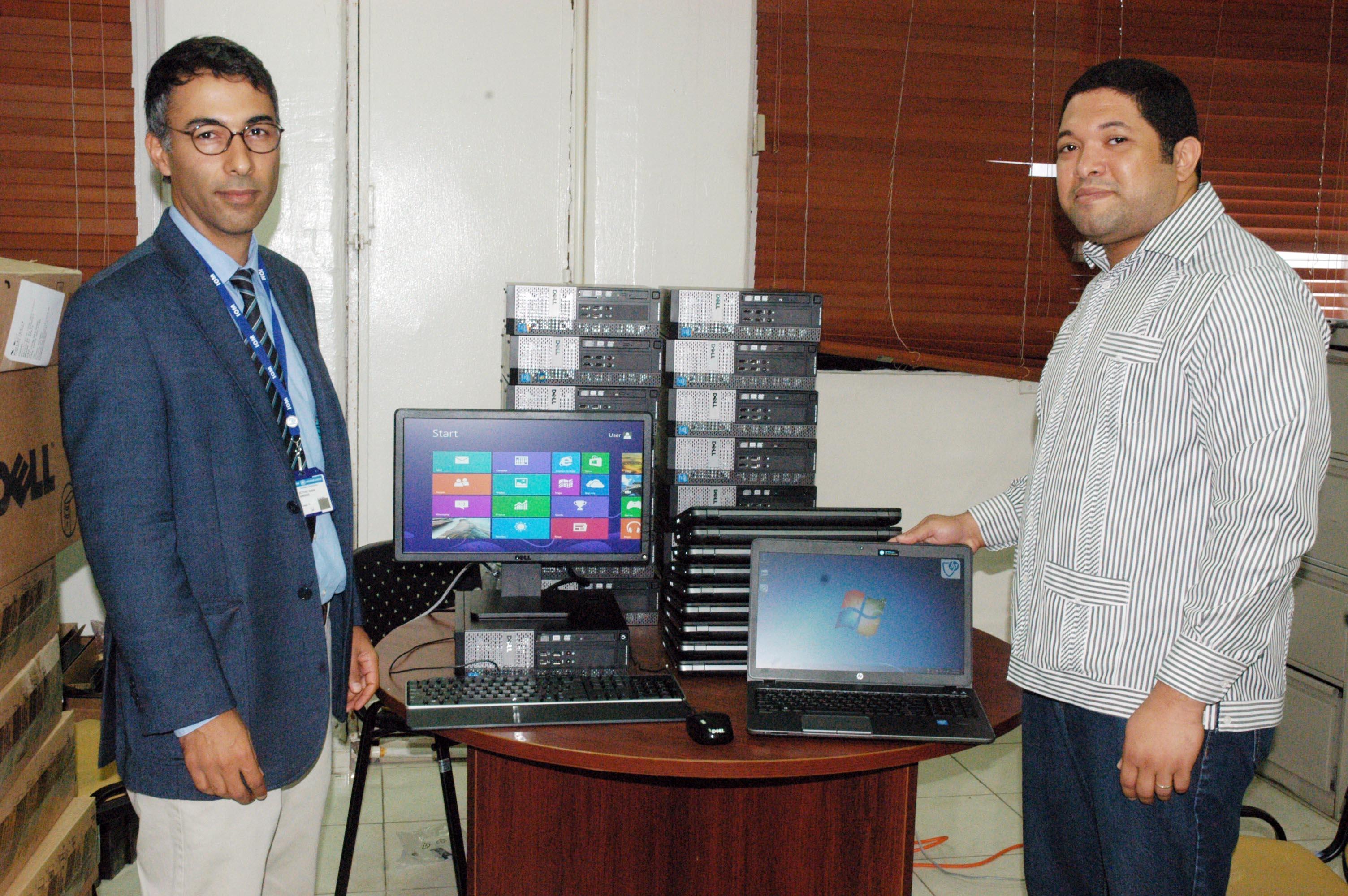 La OIM dona 30 computadoras para el Plan de Regularización
