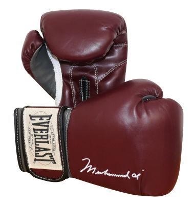 Pagan casi 400 mil dólares por guantes de Muhammad Alí contra Frazier