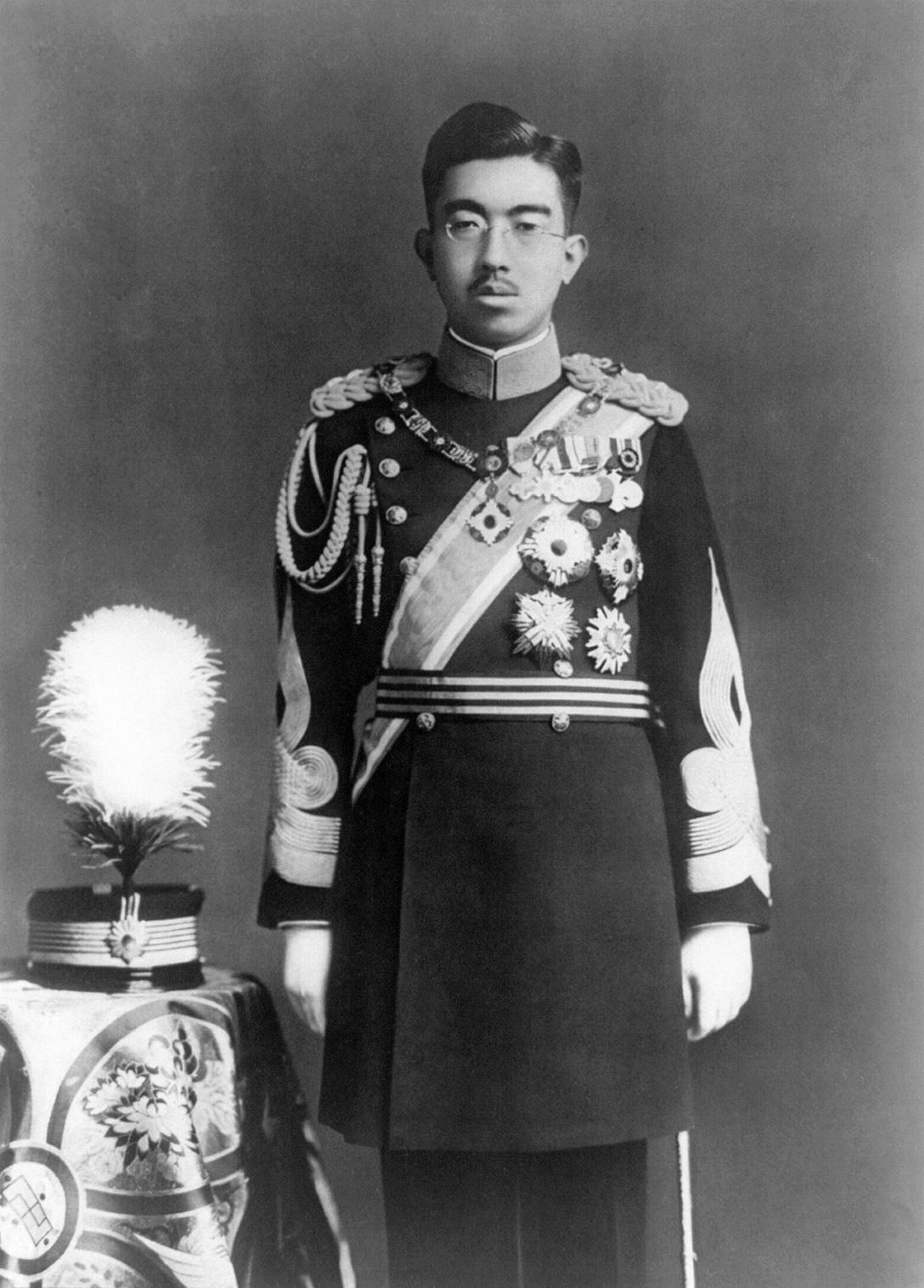 Completan biografía del emperador Hirohito en 24 años y 12 mil páginas