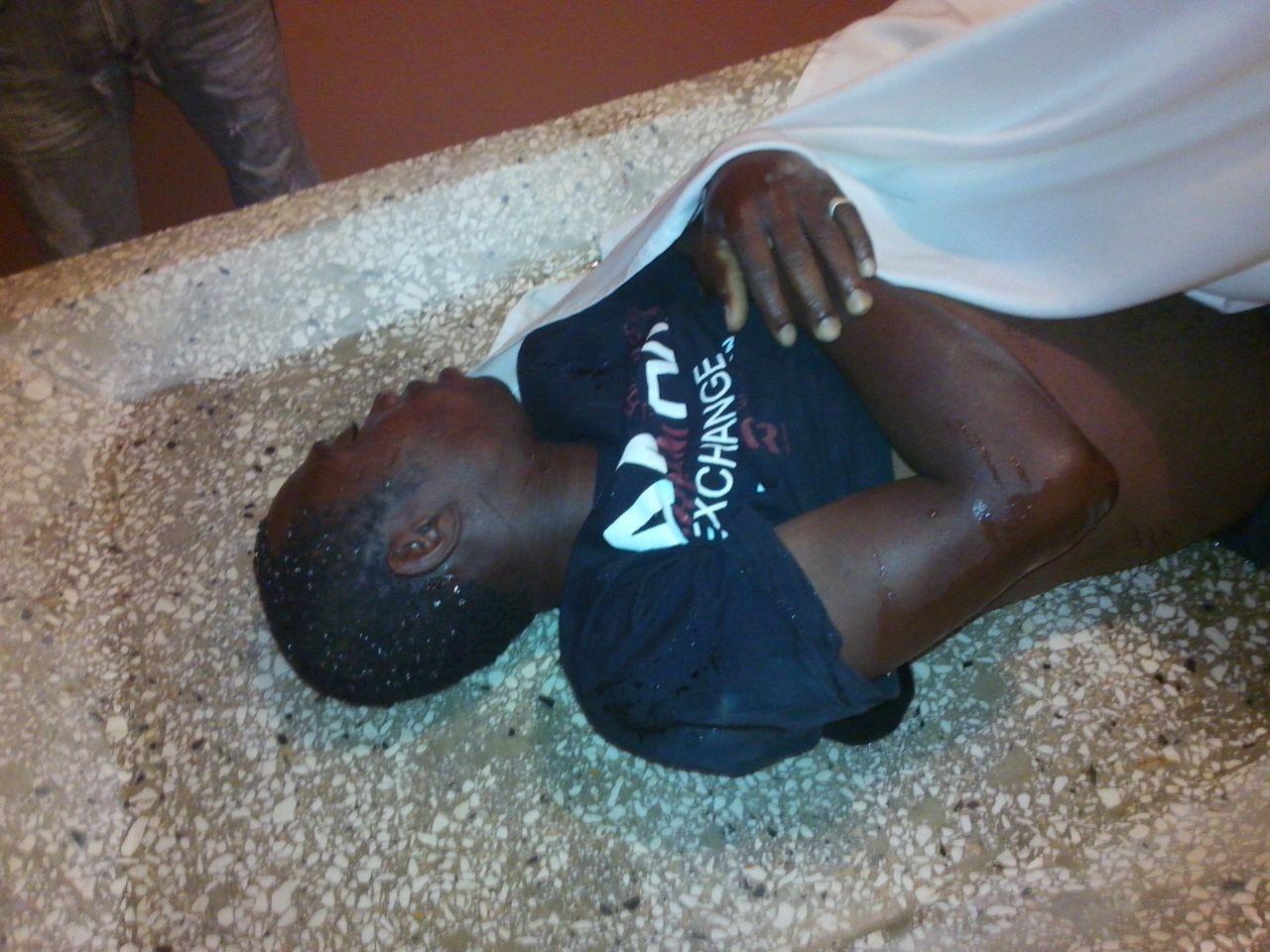 Hombre muere electrocutado cuando instalaba un bombillo