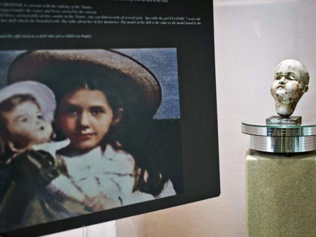 Una muñeca que sobrevivió al Titanic termina en un museo en España