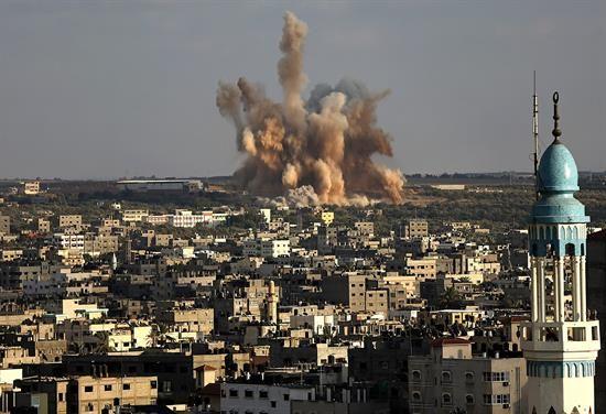 El régimen sirio confirma el derribo de uno de sus aviones por Israel