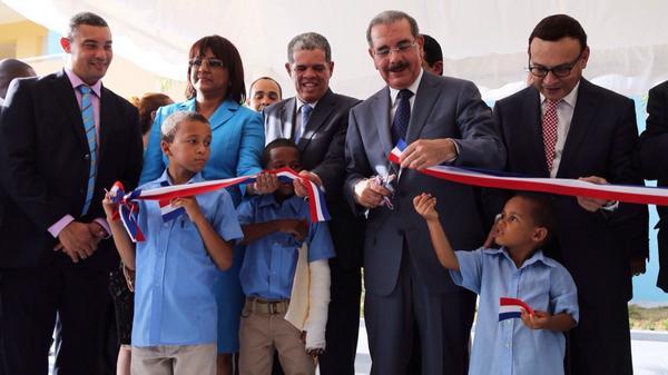 Medina inaugura cinco escuelas en municipios provincia Duarte