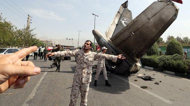 Cuarenta y ocho muertos al estrellarse un avión en Teherán