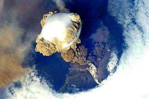 Islandia rebaja el nivel de alerta para aviación por actividad volcánica