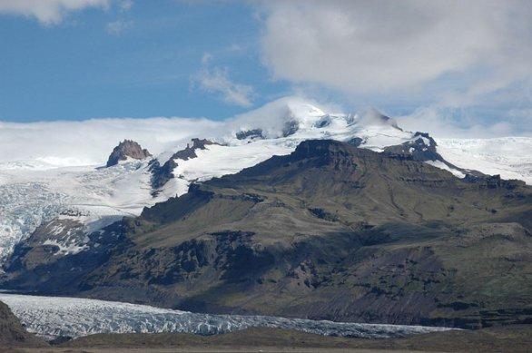 Volcán islandés mantiene un