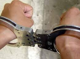 Arrestan mujer acusada de secuestrar niños