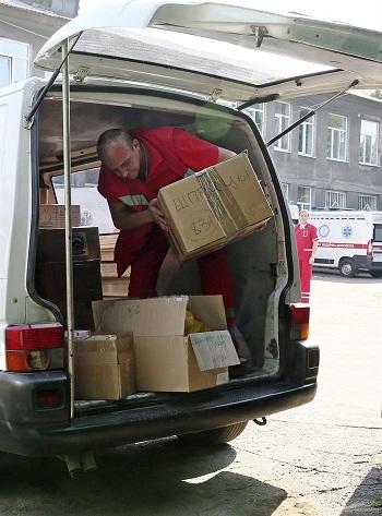 Otros 100 camiones con ayuda humanitaria rusa entran en Ucrania