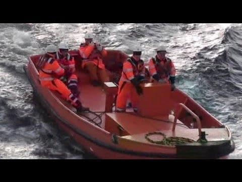 Prosiguen las operaciones de rescate tras el naufragio en las costas libias