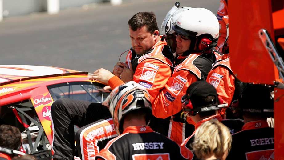 Piloto de Nascar Tony Stewart atropella mortalmente a otro en una carrera