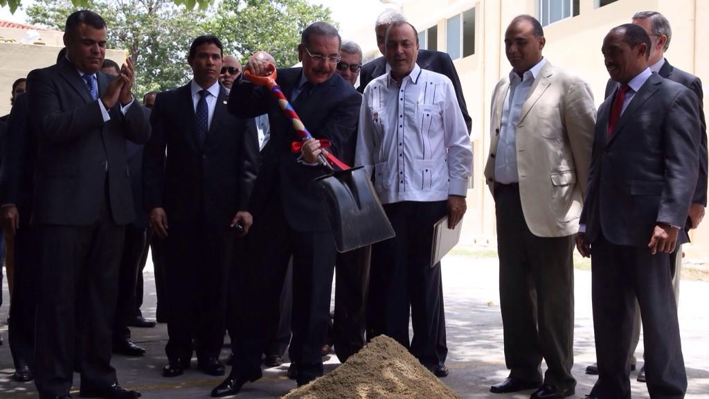 Presidente Medina inaugura remodelación del politécnico Loyola en SC
