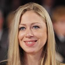Hija de expresidente Clinton deja su puesto en la cadena de TV NBC