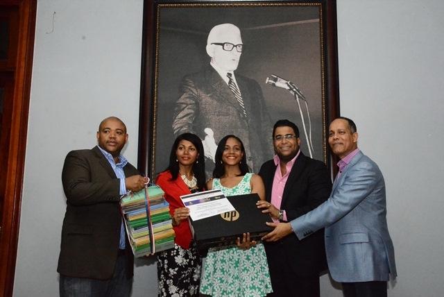 PLD entrega premios