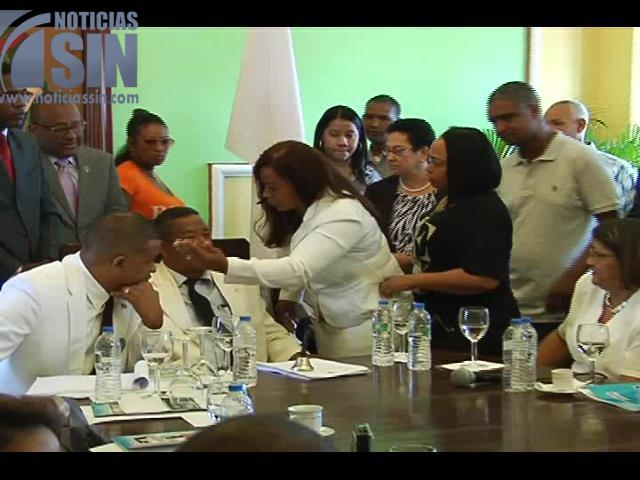 En medio de agrias discusiones escogen directivos de ayuntamiento San Juan