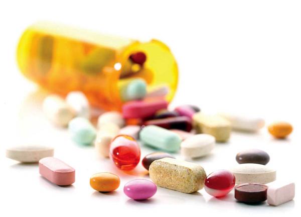 Decomisan medicamentos ilícitos y cierran dos farmacias en SDE