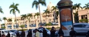 ¡Ocho meses sin cobrar! Empleados de Obras Públicas protestan frente al Palacio Nacional