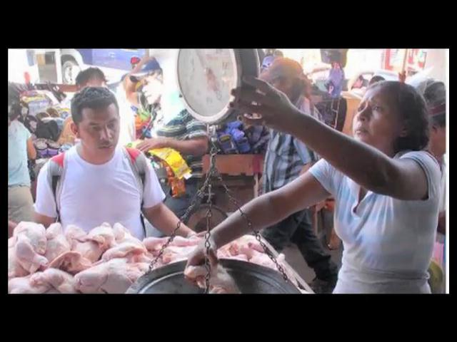 Pro Consumidor llama a la población a manifestarse por aumento precio del pollo