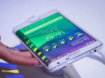 Samsung presenta smartphone con pantalla lateral