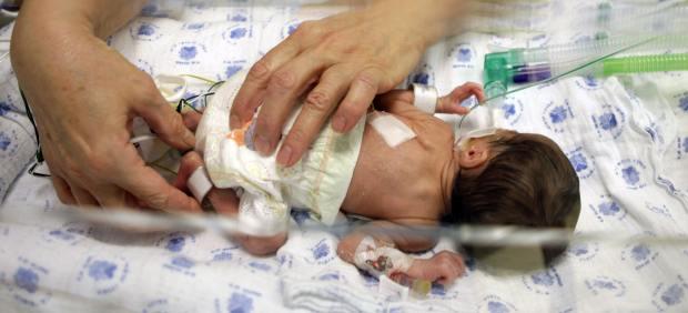 Mueren siete bebés en un hospital de Pakistán por falta de oxígeno en incubadoras
