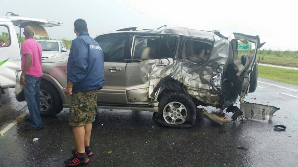 Un muerto y cuatro heridos en aparatoso accidente en la Autovía del Este