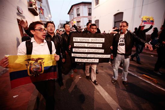 Decenas de policías heridos y estudiantes detenidos deja protesta en Quito
