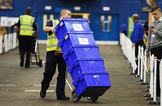 Cierran los colegios y comienza conteo de votos en Escocia