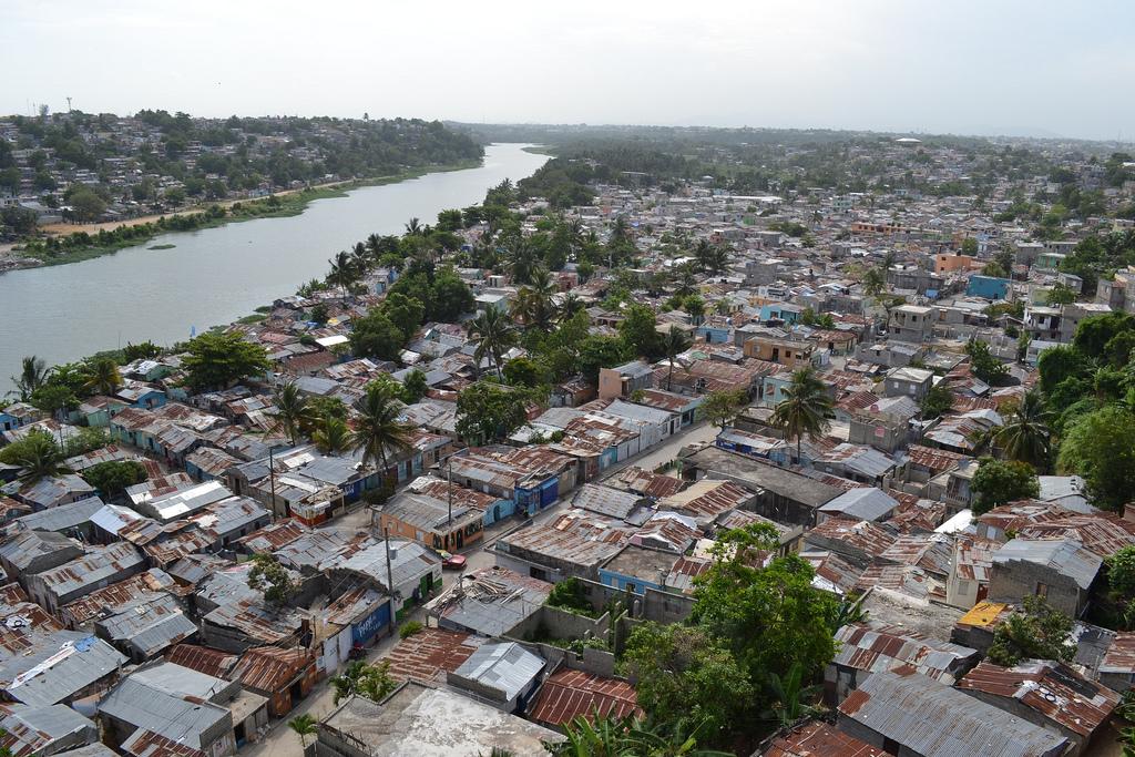 Afirman 40% de la población dominicana vive en vulnerabilidad