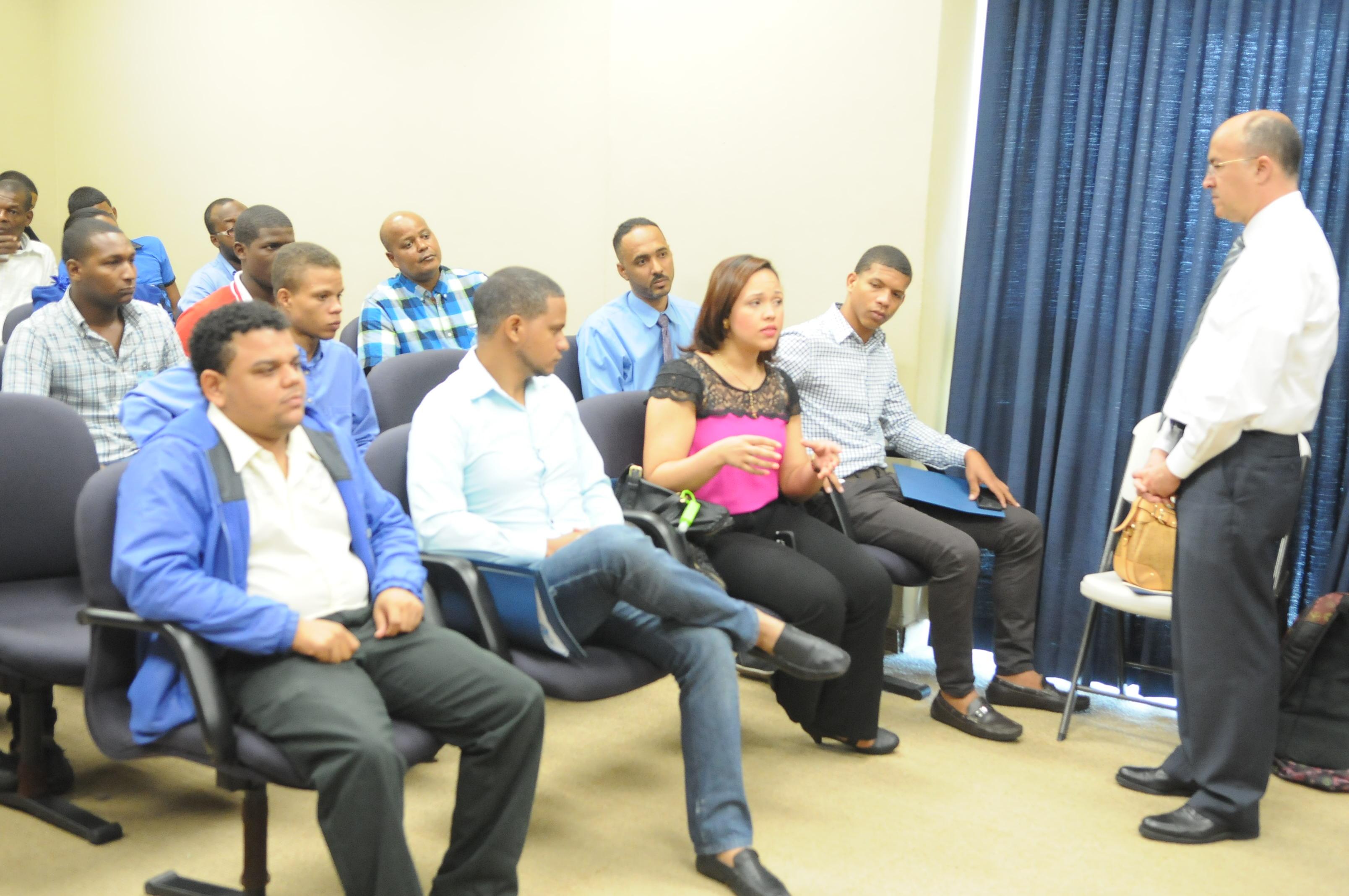 Domínguez Brito llama a jóvenes promover cultura de paz