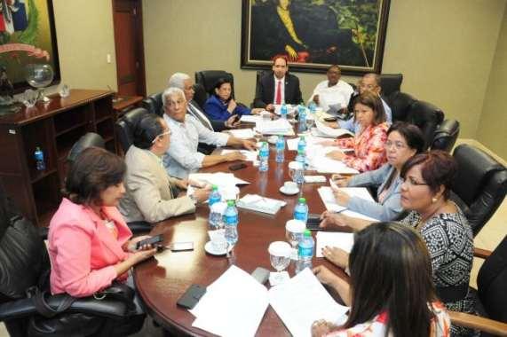 Comisión aprueba nueve artículos de la ley de partidos políticos