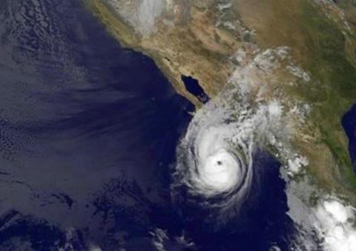 Huracán Norbert llega a categoría 3 y afecta el noroeste de México