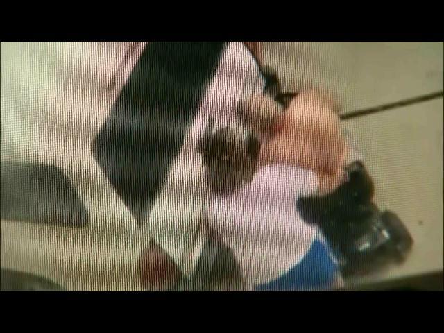 Video: Mujer furiosa es captada en cámara