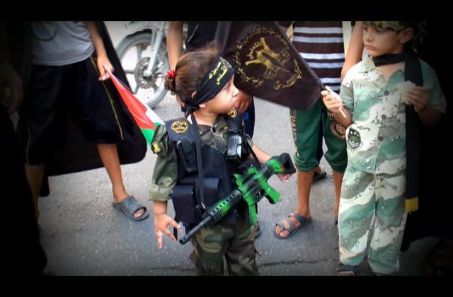 Jóvenes y niños participan en manifestaciones en la ciudad de Gaza