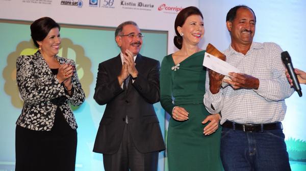 Medina asiste a entrega de Premio Ecológico Siembra de Agua de Sur Futuro