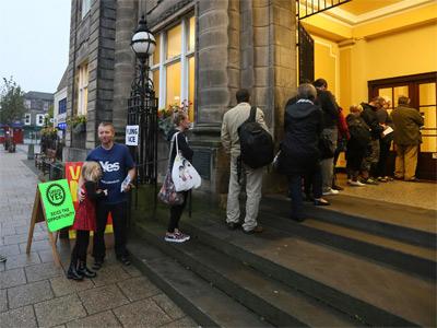 Los escoceses deciden si cambian Escocia, el Reino Unido y Europa