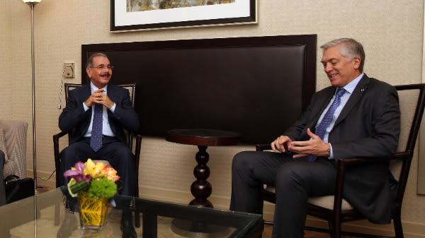AES presenta proyecto de inversión al presidente Medina en NY