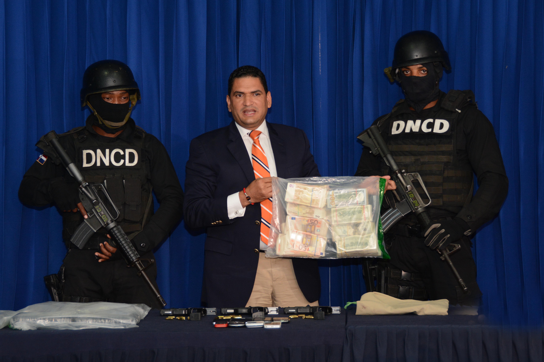 DNCD y MP ocupan cantidad indeterminada de dólares y euros