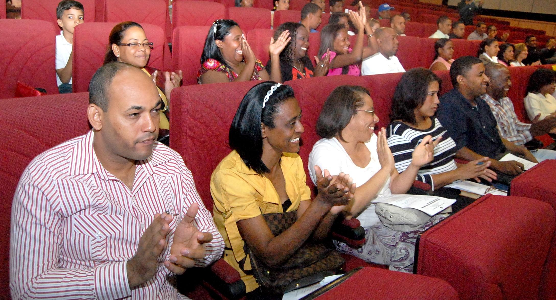 Inafocam y UASD especializarán en Inglés a más de 200 educadores