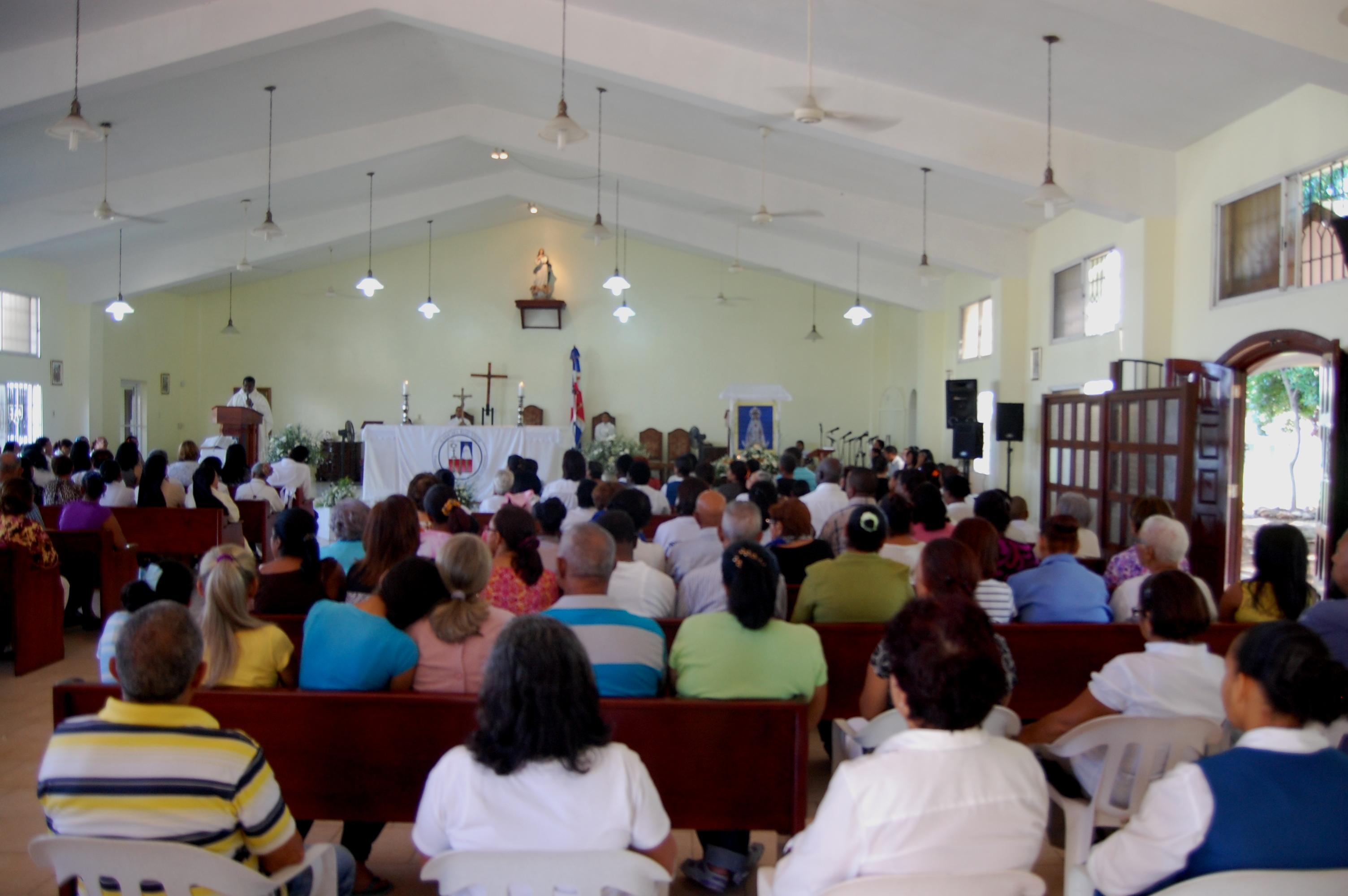 Procesión por Virgen de las Mercedes reúne a cientos de devotos