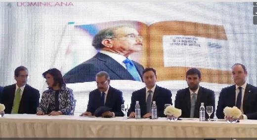 Danilo Medina encabeza apertura del foro Invierte en RD