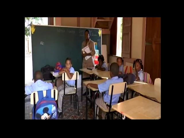 Estudiantes de Montecristi reciben clase en locales prestados