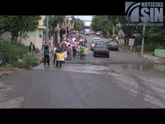 Protestan exigiendo el arreglo de la vía principal y otras calles en El Edén
