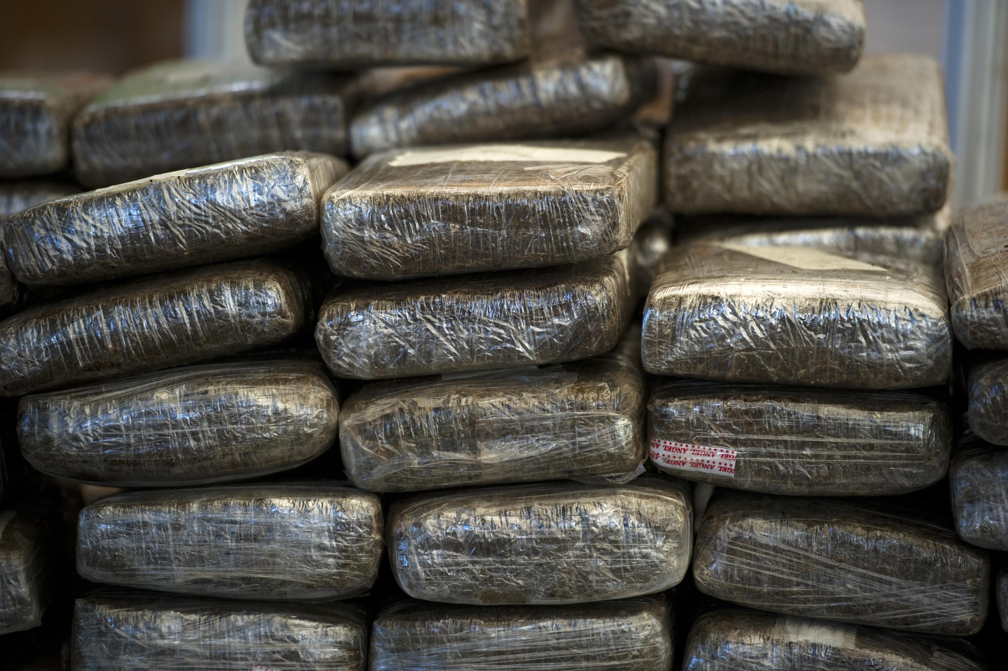 Decomisan drogas en vehículo de un hombre acusado de tráfico en Barahona