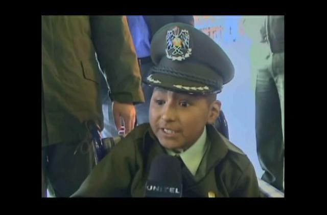 ¡Conmovedora historia! Niño con cáncer cumple su sueño de ser policía