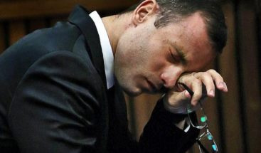 Óscar Pistorius pasa primera noche en celda individual